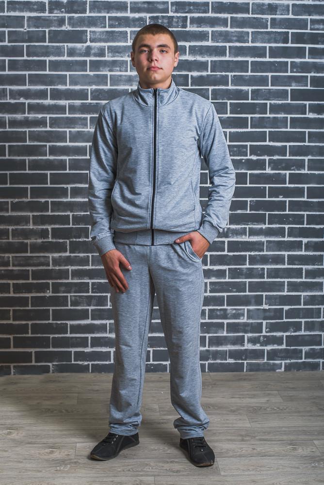 Спортивный мужской костюм светло-серый